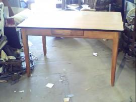 Table + rall.