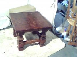 Table basse carré massive