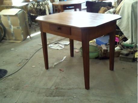 Petite table merisier