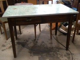 Table à tiroirs