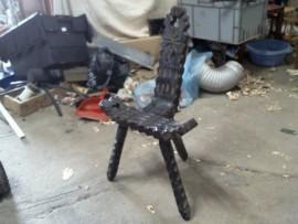 Chaise tripatte bois sculpté