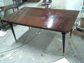 Table sans rall.