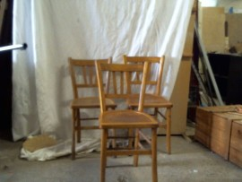 Lot de trois chaises de cuisine