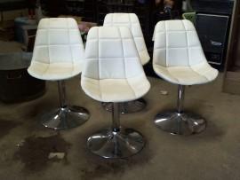 Lot 4 chaises gratées - état
