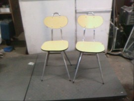 Lot 2 chaises formica