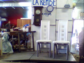 2 chaises blanches