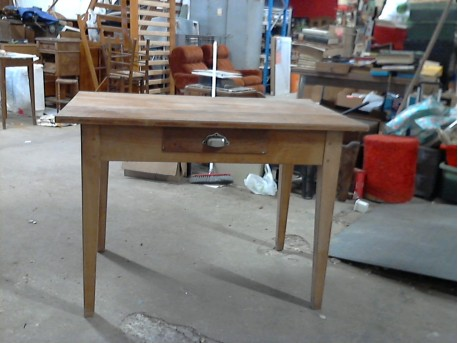belle table en merisier