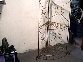 Etagères d'angle métallique